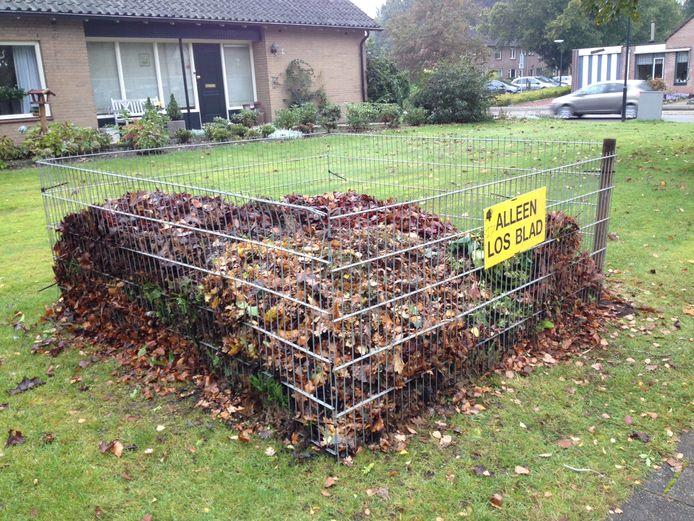 Omwonenden kunnen gemeentelijke bladafval kwijt in de bladkorven. Ander tuinafval en blad uit eigen tuin moet in de groene container.