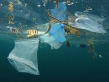 Oceaanwetenschappers roeren in troebele soep: miljarden kilo's plastic 'kwijt'