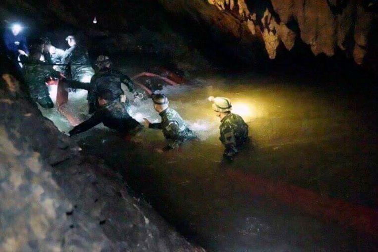 Thailand zit middenin het regenseizoen. De moessonregens veroorzaken vaak overstromingen in grotten.