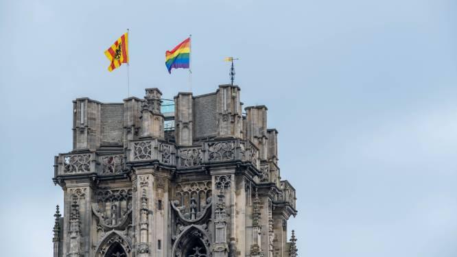 Na polemiek tijdens EK voetbal: Mechelen hijst opnieuw regenboogvlag