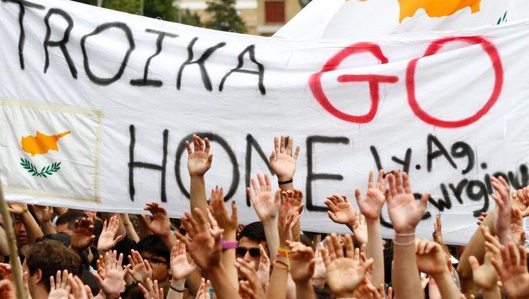 Cypriotische studenten protesteerden dinsdag tegen de Europese poging om hun economie te redden. Beeld EPA