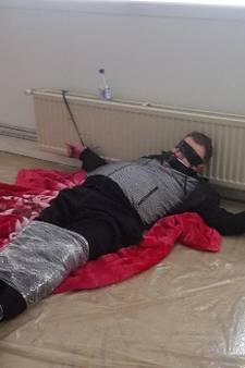 Politie toont foto van vastgebonden man in onderzoek naar mishandeling No Surrender-lid