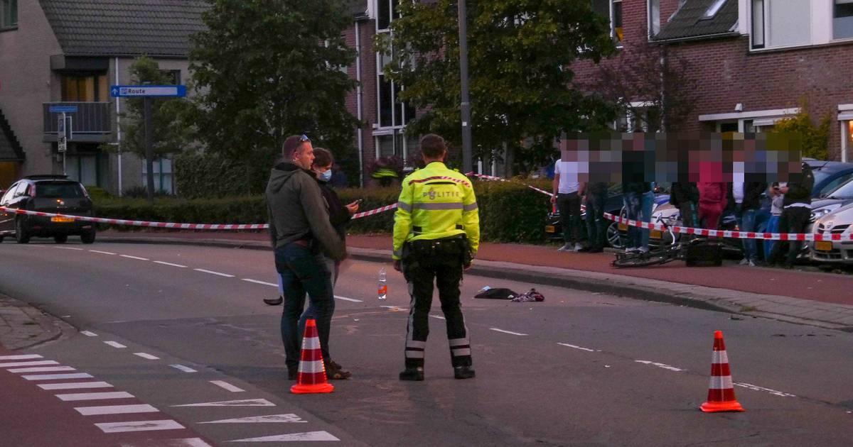 Fietser zwaargewond door aanrijding met auto in Veenendaal.