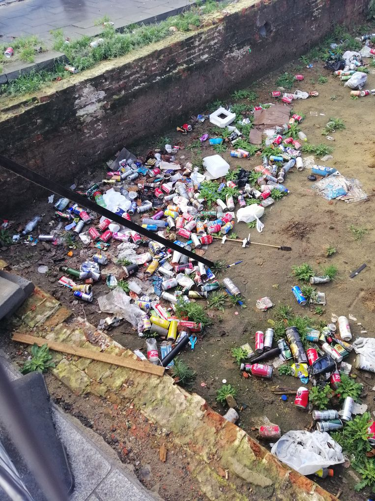 Op deze plek verrijzen straks appartementen. Nu is het er gewoon vreselijk vuil.