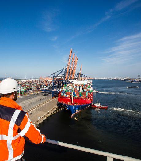 Dit zijn de mensen die in de gaten houden waar alle containers onderweg naar Rotterdam uithangen