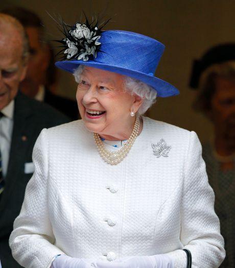 Queen Elizabeth (93) houdt toeristen voor de gek: 'Nee, ik heb de koningin nooit ontmoet'