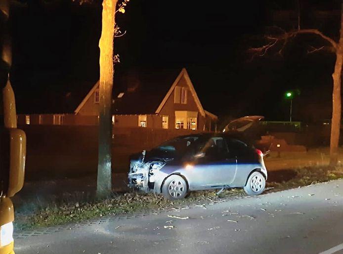 Een bestuurder is meegenomen naar het politiebureau na een eenzijdig ongeval in Hellendoorn.