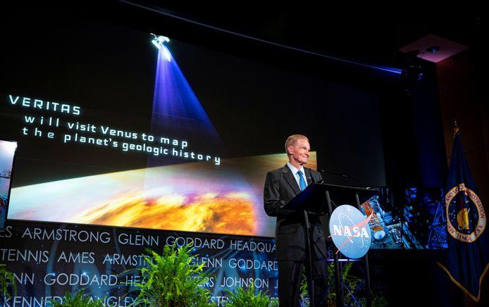 Bill Nelson, administrateur de la NASA, annonce les nouvelles missions spatiales DAVINCI+ et VERITAS pour étudier Vénus, au siège de la NASA à Washington, aux États-Unis, le 2 juin 2021.