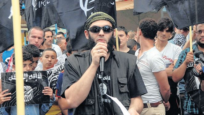 De steunbetuigingen aan ISIS (foto boven) vragen om een tegenreactie, vindt Patrick Schouten.
