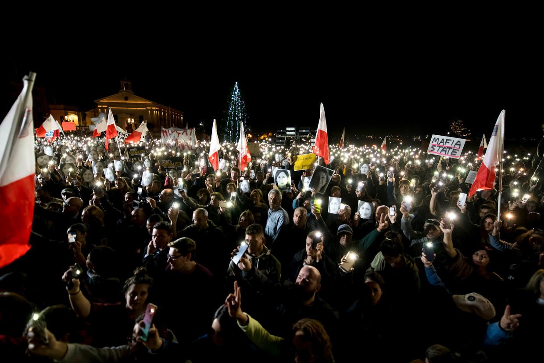 Demonstranten in Malta, vrijdagavond, die oproepen tot het vertrek van premier Joseph Muscat. Ook vandaag wordt weer een grote demonstratie verwacht.