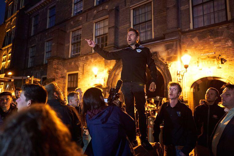 Voorzitter Mark van den Oever van Farmers Defence Force bij het Binnenhof in februari 2020. De boerenprotestgroep protesteert tegen maatregelen van landbouwminister Carola Schouten. Beeld Phil Nijhuis, ANP