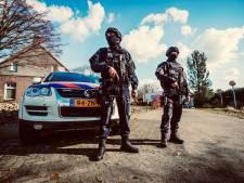 Politie vindt automatisch vuurwapen, twee auto's en duizenden liters drugsafval in amfetaminelab Neerkant