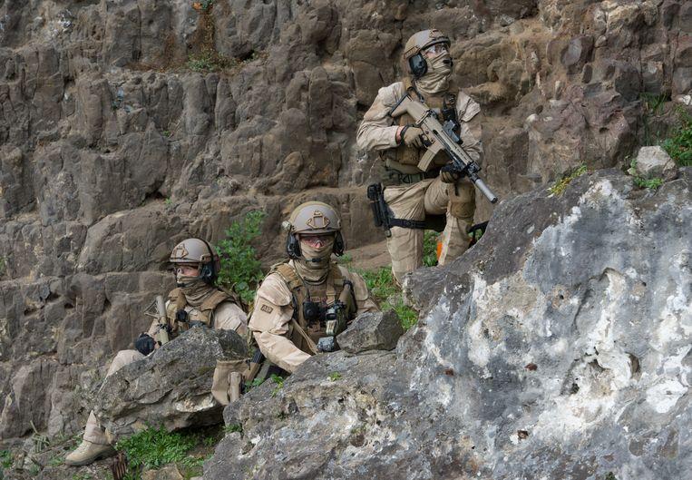 Soldaten in opleiding in Marche-Les-Dames. Over deze kazerne spreekt de vakbond over een 'lang patroon van uitwassen, zonder dat er ooit structureel werd ingegrepen'.  Beeld BELGA