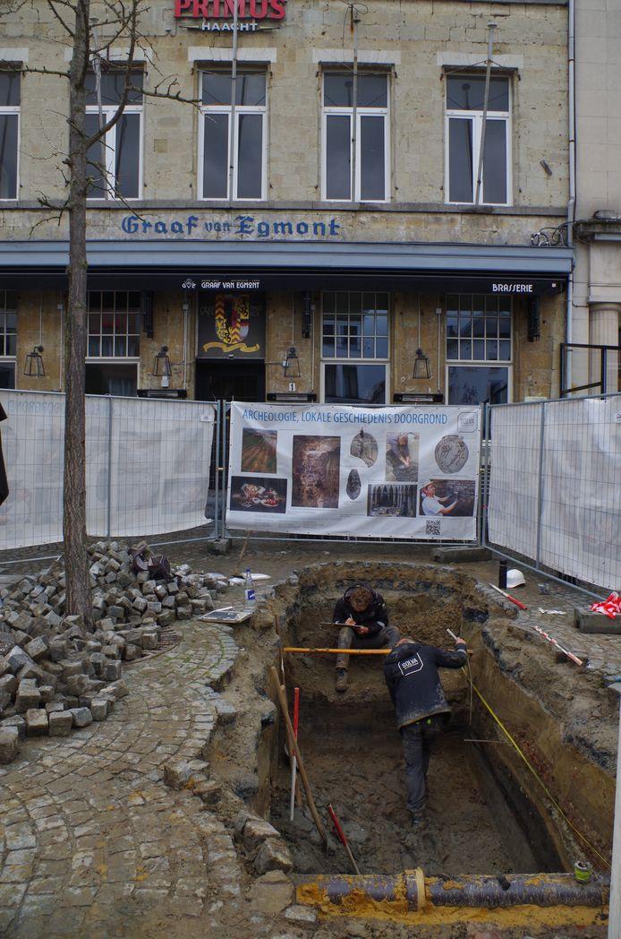 Voor de Graaf van Egmont werden oude straatniveaus ingetekend.