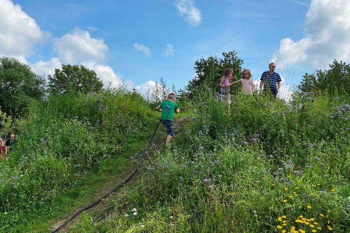 Heel wat kinderen genoten zondag van natuurspeeltuin TUIN9420 langs de Oudenaardsesteenweg in Erpe