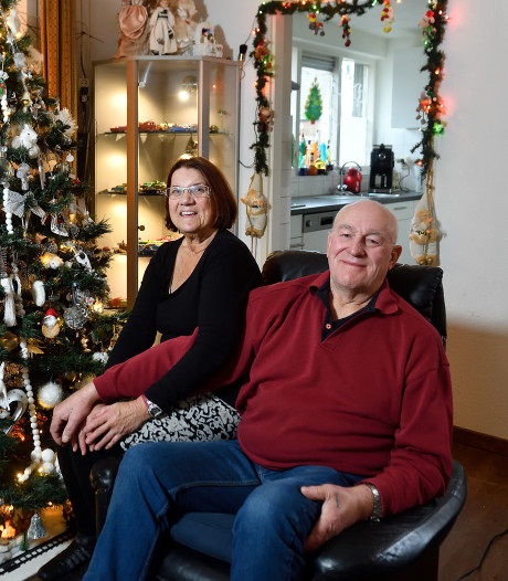 Kerst zonder lampjes? Dat is géén kerst en dus hielp de hele buurt Jannie en Theo met versieren
