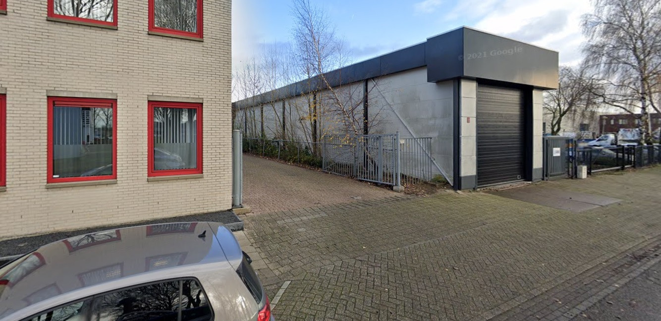 De lange, smalle loods aan de Nautilusweg in Utrecht.