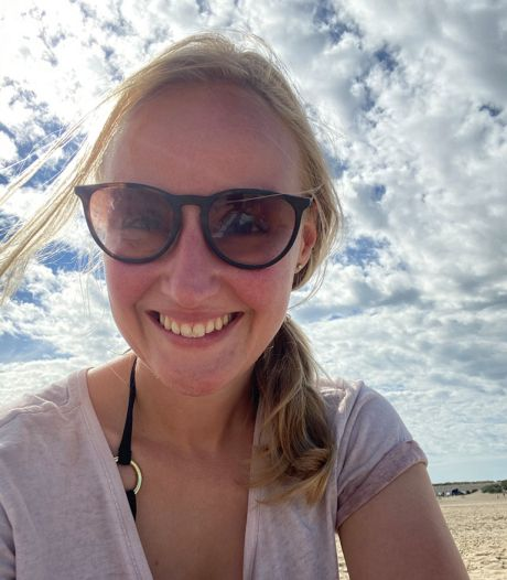 Marlou (28) en haar vriend slapen op vakantie in hun bestelbusje: 'Beetje behelpen'