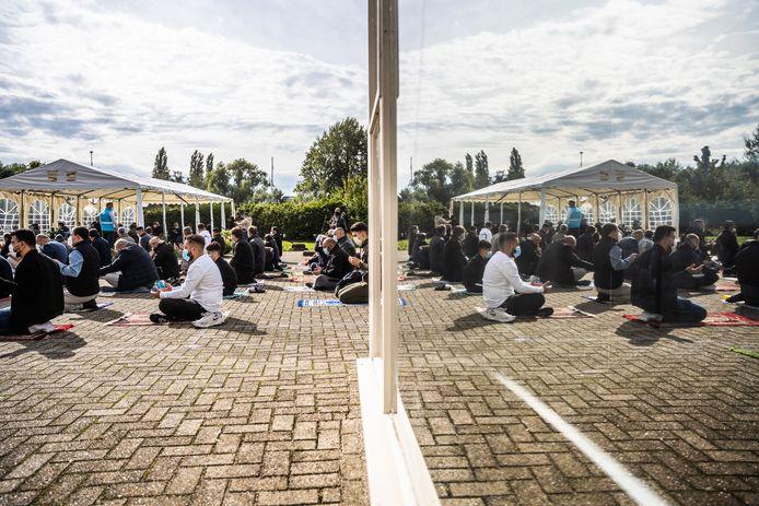 De Türkiyem moskee in Presikhaaf, hier tijdens het vrijdaggebed, behoudt een plek in het Merwedegebied, waarschijnlijk in nieuwbouw.