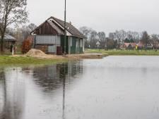 IJsliefhebbers in Bornerbroek zitten ondanks gebrek aan ijs niet stil en verbouwen kantine