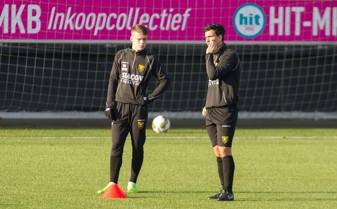 Gianluca Nijholt (rechts) tijdens de training van VVV-Venlo.