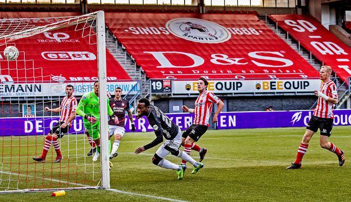 Lutsharel Geertruida scoort de 0-1.