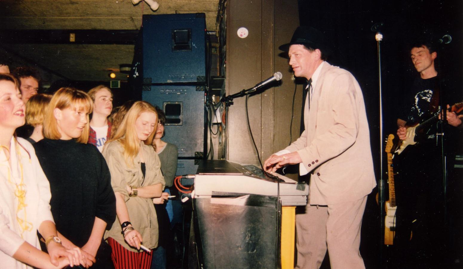 Een optreden van Herman Brood in de jaren '90 in de Salerno-Bar.