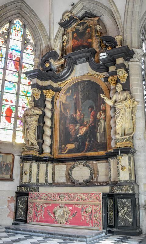 Of het houtwerk rond het schilderij van Rubens ook met houtworm te kampen heeft, is nog niet onderzocht.
