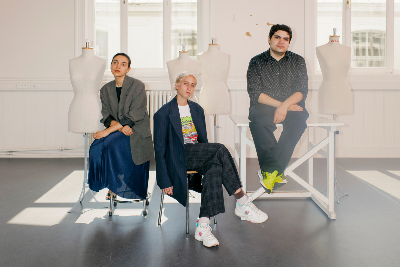 Studenten van de Antwerpse modeacademie Silvia Rognoni, Marie Martens en Amir Torres.  Beeld Tim Coppens