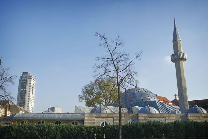 De Fatih-moskee aan de Willemstraat in Eindhoven. Enige tijd geleden werd al besloten dat het late avondgebed voorlopig niet in de moskee plaatsvindt.