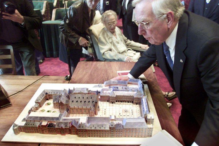 Frits Korthals Altes bij zijn afscheid als Eerste Kamervoorzitter in 2001. Beeld anp