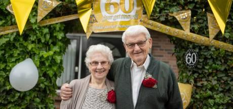 Het was even 'uit' tussen Gerrit (82) en Dieneke (84) uit Zuna, maar nu zijn ze al 60 jaar getrouwd