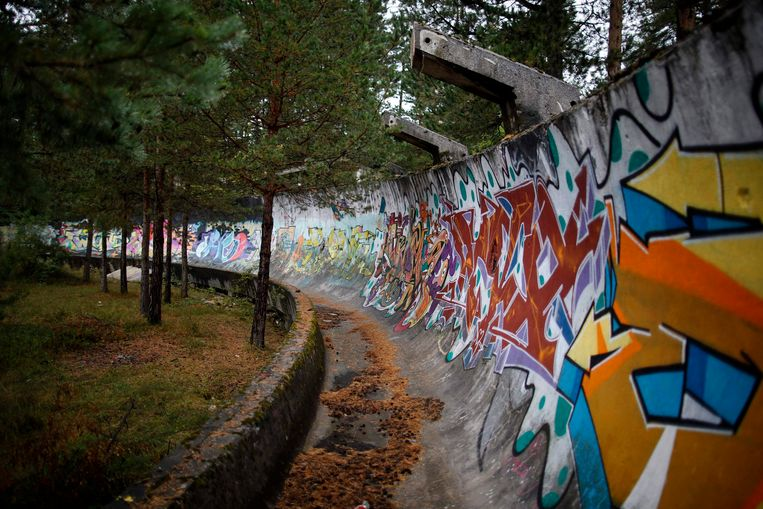 De bobsleebaan op de heuvel Trebevic. Op 5 februari 1994 werden vanaf deze plaats mortieren afgevuurd op de stad, met 67 doden tot gevolg. Beeld REUTERS