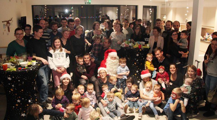 Alle kinderen mochten bij de kerstman langs voor een geschenkje.
