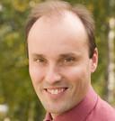 Stefan van Baars deed op eigen initiatief onderzoek naar de schade aan huizen langs kanaal Almelo - De Haandrik. Hij is hoogleraar en deskundige op gebied van geotechniek en waterbouw
