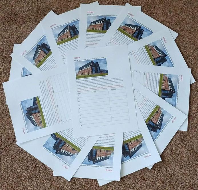 De petities worden uiterlijk 1 oktober aangeboden aan de minister