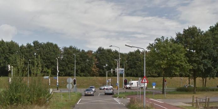 De Burgemeester Le Coultredreef komt uit bij de Randweg Oost.