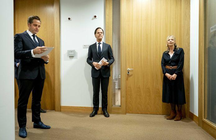 Premier Mark Rutte en minister Hugo de Jonge voorafgaand aan een persconferentie.