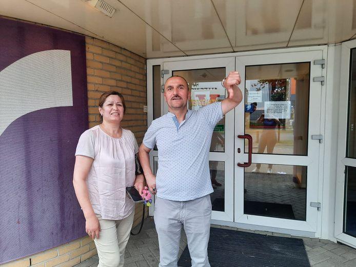 Suleyman Uzun uit Almelo is boos: hij had keurig een afspraak gemaakt via testenvoorjereis.nl, maar toen hij zaterdagmiddag kwam bleek op die locatie helemaal geen teststraat gevestigd. En er was niemand bereikbaar om te vertellen hoe dat verder moest.