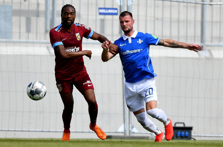 Miquel Nelom was eerder dit seizoen op proef bij Vitesse.