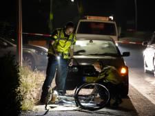 Fietser door automobilist over het hoofd gezien in Staphorst: gewond afgevoerd naar het ziekenhuis