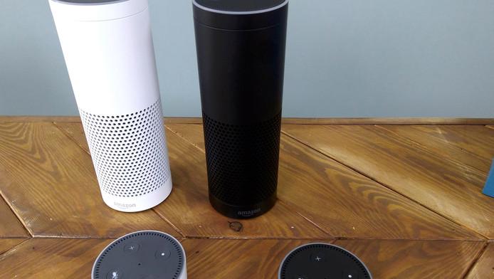 Echo van Amazon, een smart speaker die opneemt wat gebruikers zeggen en desgewenst reageert.