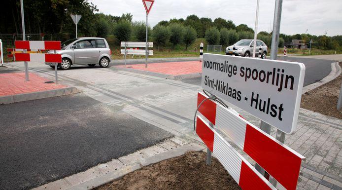 Aan de Grote Kreekweg in Hulst is de spoorwegovergang als fietsoversteek in ere hersteld.