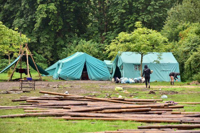 Dinsdag werd in Voormezele, twee dagen eerder dan voorzien, de kampplaats van de scoutsgroep uit Sint-Pauwels, opgeruimd.