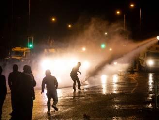 """Nieuwe rellen in Noord-Ierland ondanks oproep tot kalmte: """"Onaanvaardbaar en niet te rechtvaardigen"""""""