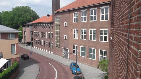 In het deel naast de Willem Twee Toonzaal moeten 62 appartementen komen.