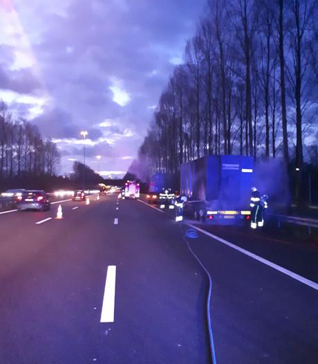Vertraging door vrachtwagenbrand op A2 tussen Den Bosch en Eindhoven voorbij