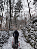 Door weer en wind, én onverwachte sneeuw, loopt Thomas door België.