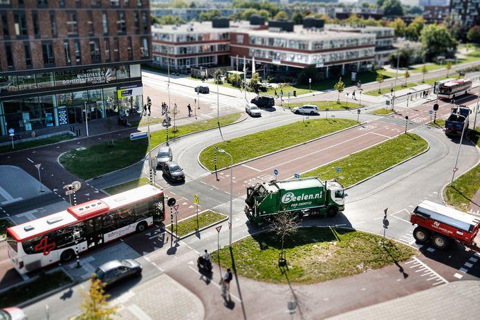 Verkeersplein gezien vanaf parkeergarage Winkelcentrum Nova