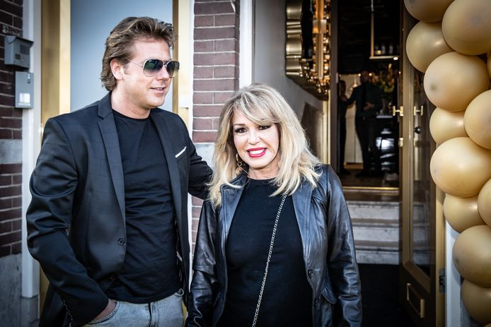 Patricia Paay samen met haar partner Robbert.